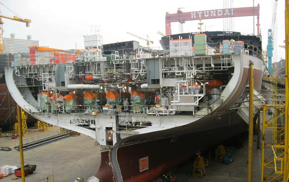 In 2010, the focus shifted to larger, more modern vessels with a kamsarmax newbuilding project at Hyundai in South Korea.